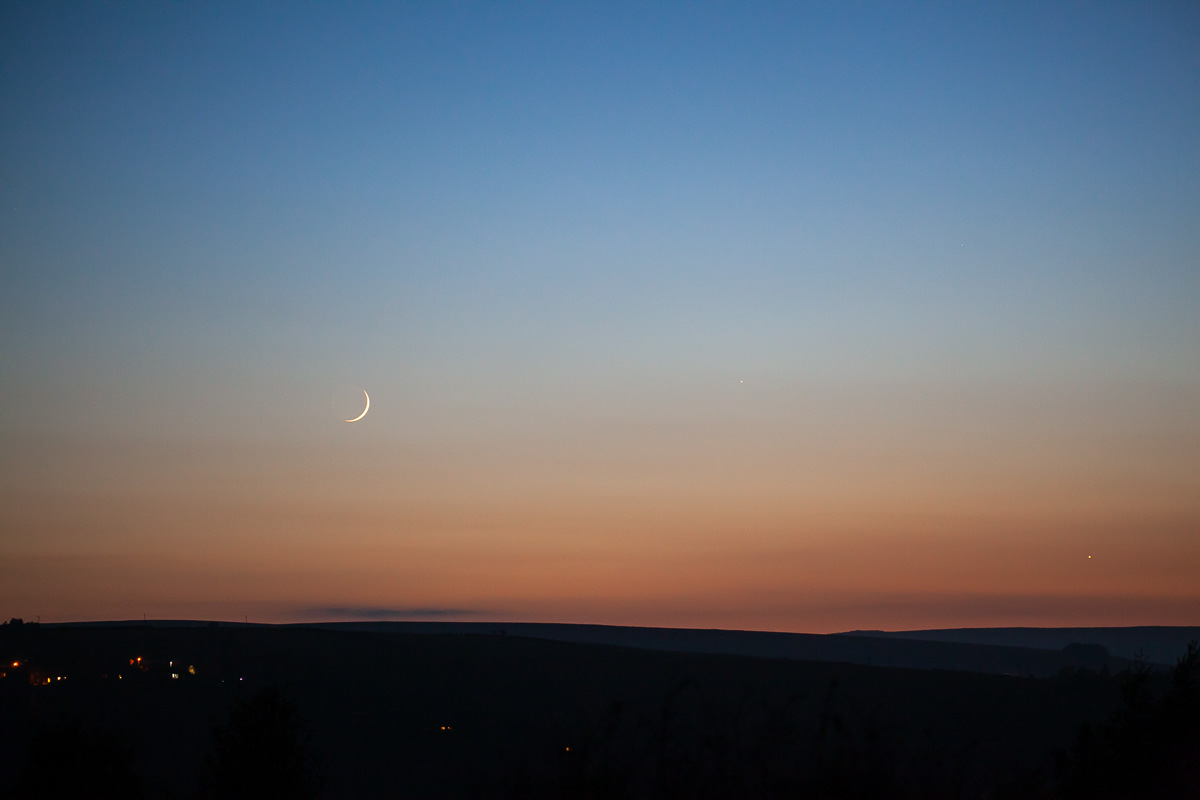 New moon, Mercury and Venus setting over Heptonstall